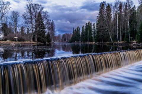Tammi puhuu – Flow over Dam