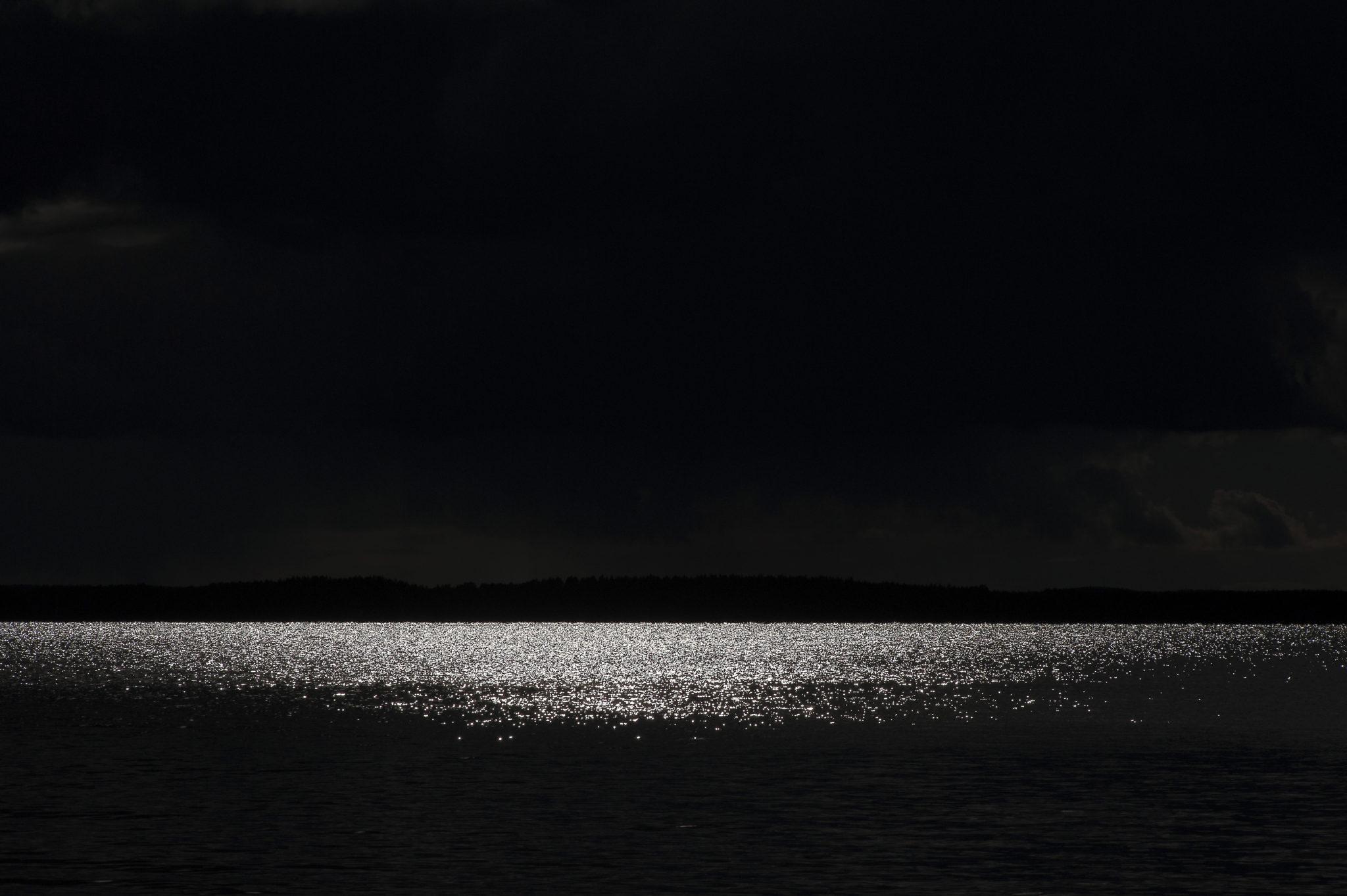 Auringon kilo illassa – Late Sunshine over the Lake